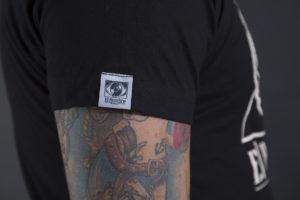 Camiseta El Hombre de lado color negro