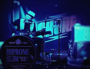Hipbone Slim One Man Band en La Cachorra yeyé